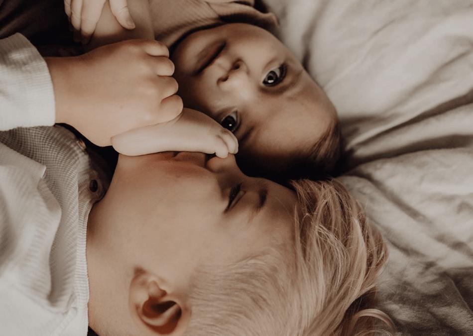 Hoe ontwikkelen die schattige baby platvoetjes zich?